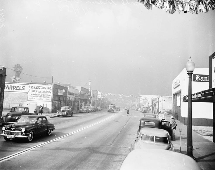Smog in Los Angeles (January 4, 1950). Records of that era show the R. H. Vazquez & Co. gun shop (visible at left in the picture) located at 972 East Colorado Boulevard in Pasadena.