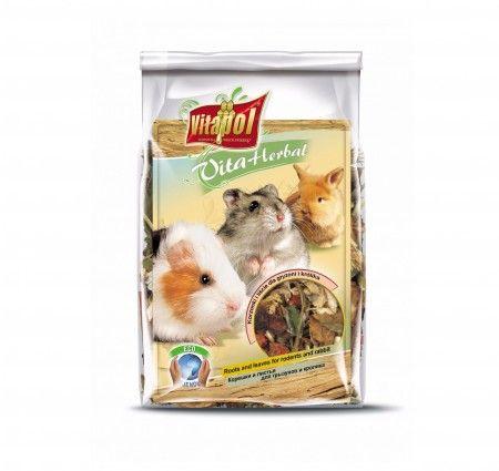 Vitapol VitaHerbal korzonki i liście dla gryzoni, i królika. Mieszanka paszowa uzupełniająca dla gryzoni i królika w postaci korzeni, i zielonych części roślin, bogata w witaminy, minerały i pektyny. Smakowita przekąska stanowiąca wsparcie codziennej diety, wzmacniająca odporność, poprawiająca kondycję zwierząt, a także usprawniająca procesy trawienne.