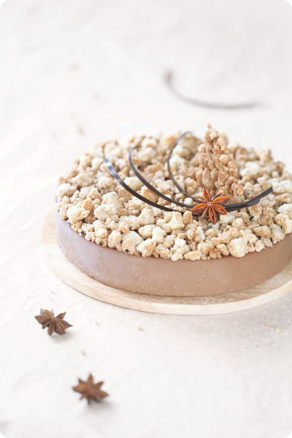 torta streusel with praline chocOlate mousse  italian meringue