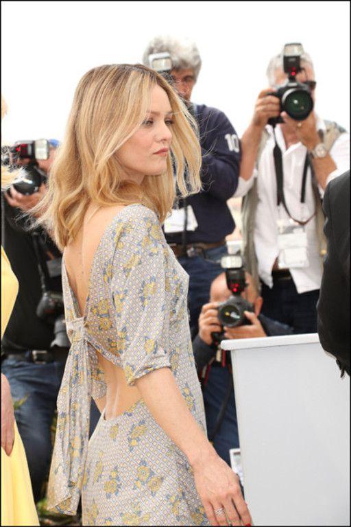 Cannes 2016 : Vanessa Paradis atomise la Croisette avec un fabuleux décolleté du…