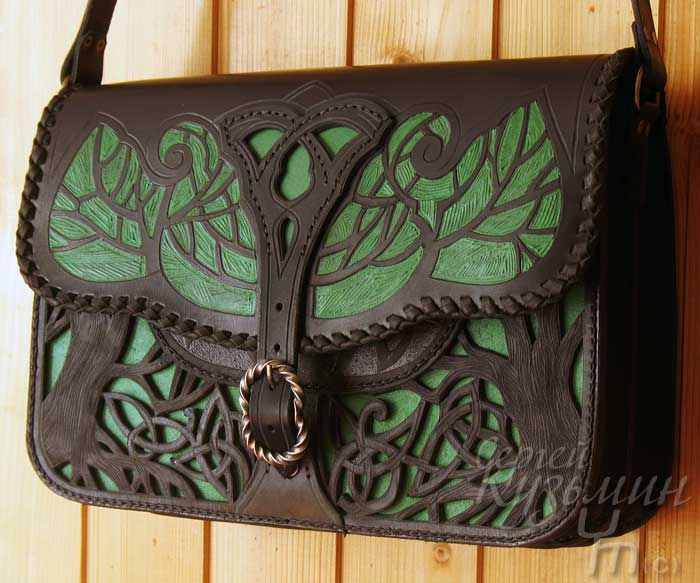 This is a pretty cool bag. Even though I've never seen LOTR, I would say this could be something from the movie