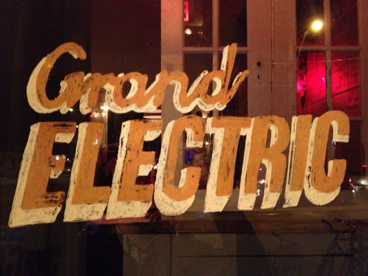 Grand Electric Queen West - If you are looking for a quick and delicious eat, this is your place!  Grand Electric Queen West     Last night with a craving for tacos my lady and I ventured to one of our favourite restaurants Grand Electric, located just east of Brock Avenue on Queen Street West.