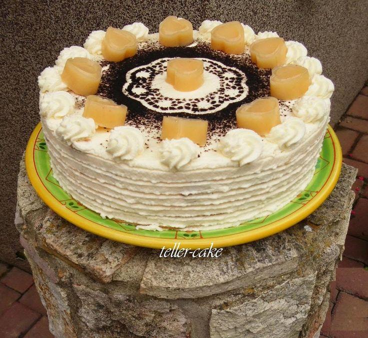 teller-cake: Tojáslikőrös malakoff torta tojáslikőr-gumicukorral