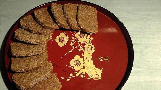 Nyers kenyér lenmagból