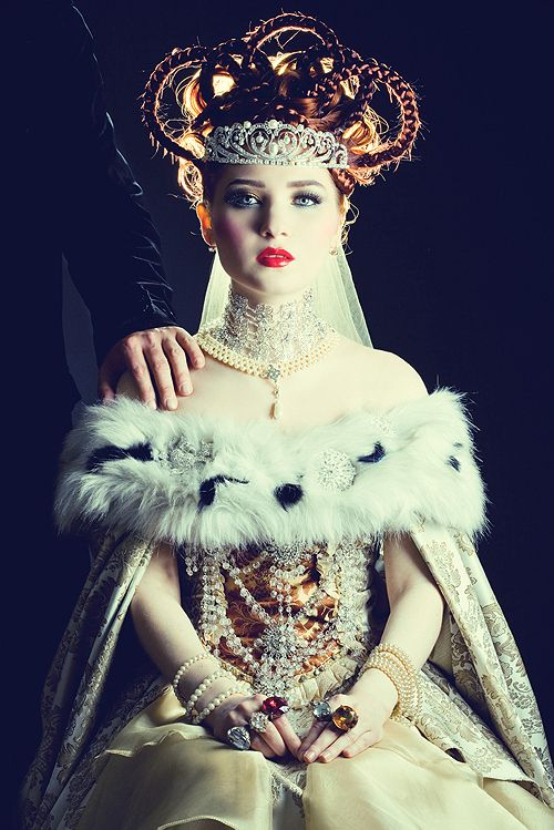 beautiful: Limes Crime, Fashion Style, Crowns, The Queen, Doe Deer, Russian Royalty, The Dresses, Hair, Costumes Ideas