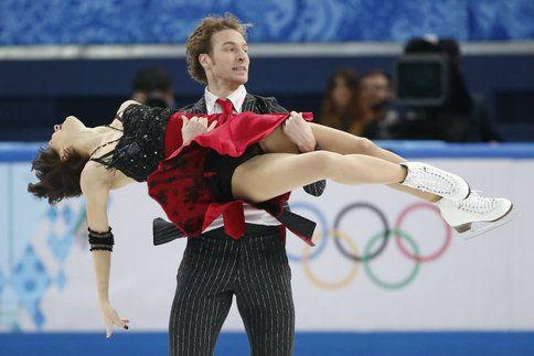 Nathalie Péchalat et Fabian Bourzat sont bien dans la course aux médailles en danse sur glace aux JO de Sotchi. Les deux Français sont quatrièmes après le programme court disputé ce dimanche qui leur a valu une note de 72,78.