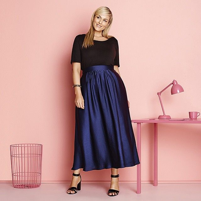 Yay for striking pieces that mean business. #WorkWear #WorkStyle #MidiSkirt #BlueMidi