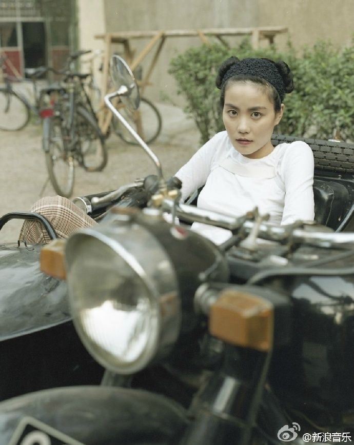 (CRI) Faye Wong has announced that at long last, she will be releasing a new album entitled 'Getting By'. This will be her first album release in 12 years.  http://www.chinaentertainmentnews.com/2015/11/faye-wong-to-release-first-album-in-12.html