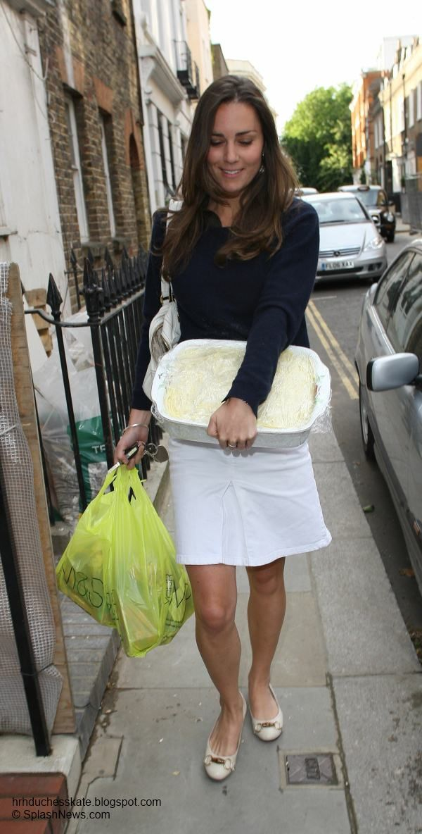 The pretty white skirt has been in Kate's wardrobe for quite some time. She was last photographed wearing it in 2007 in London where she was pictured returning home from shopping at M with a shepherds pie in her hand. Kate teamed the skirt with a navy jacket and ballet flats on that occasion.