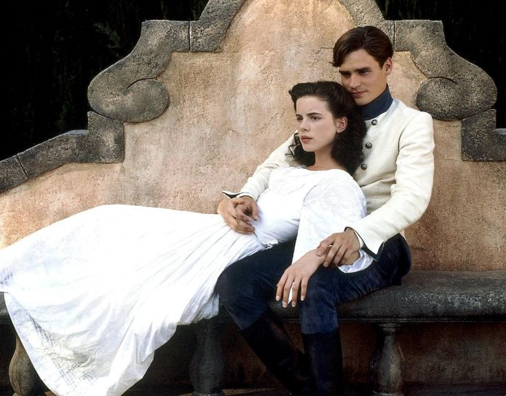 Claudio (Robert Sean Leonard) and Hero (Kate Beckinsale) in Much Ado About Nothing (1993 film).