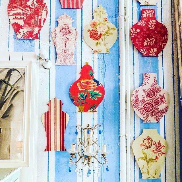 Detail of our new set and new handmade stuff! #solamentegiovedi #enricastabile #plates #deco #design #interior #decoration #showroom #fish #summer #cushion #stripes with @repostapp. #solamentegiovedi #enricastabile #plates #deco #design #interior #decoration #showroom #mdw #fish #summer #cushion #stripes #drawn #handrawn #decoration #red #green #blue