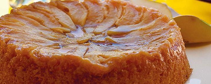 Bolo de peras caramelizadas