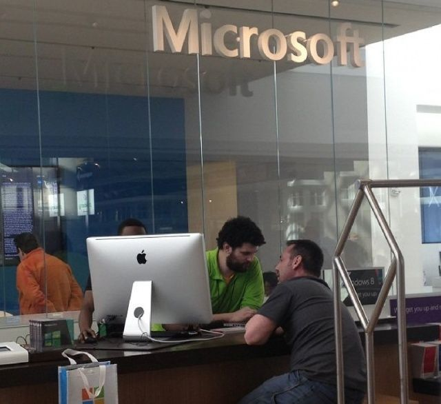 This Jokester Brought An iMac Into The Microsoft Store. #microsoft #apple