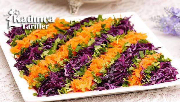 Havuçlu Mor Lahana Salatası Tarifi en nefis nasıl yapılır? Kendi yaptığımız Havuçlu Mor Lahana Salatası Tarifi'nin malzemeleri, kolay resimli anlatımı ve detaylı yapılışını bu yazımızda okuyabilirsiniz. Aşçımız: AyseTuzak