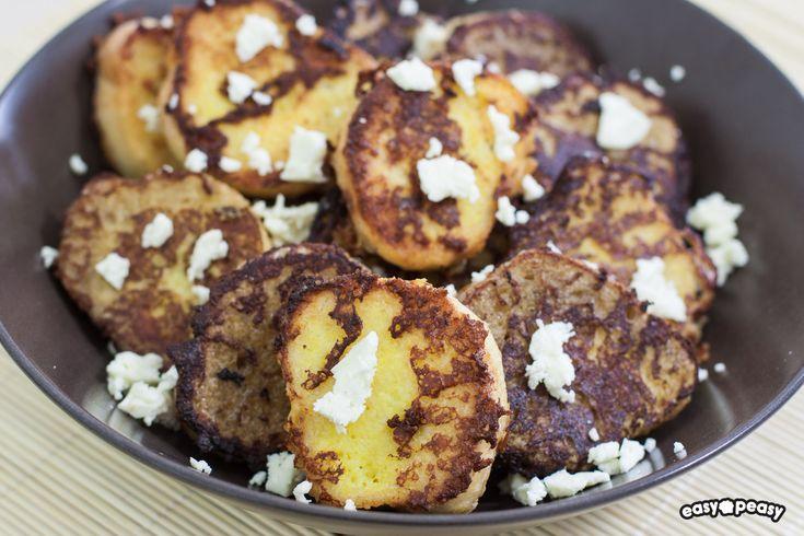 Crostini di baguette con la feta, impanati e cotti in padella, come fossero un french toast!