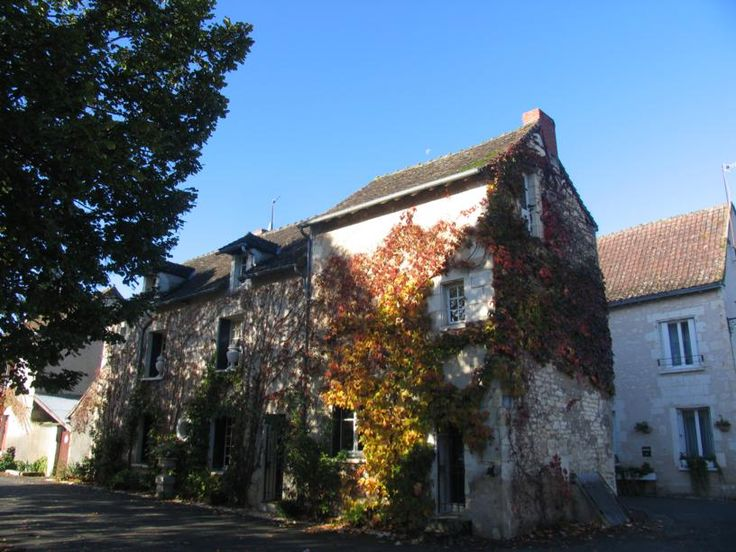 To stay at 'La Charlerie' a charming little house in the village of Barrou in the department of Indre-et-Loire France. The village sits by the river Creuse about 75 km south of Tours. It is on the D750 road between Descartes and Yzeures-sur-Creuse.