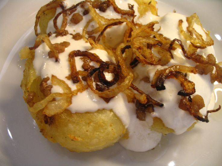 http://recepty.pozri.sk/recept-chutne-pecene-zemiaky-s-bryndzou-568  Chutné pečené zemiaky s bryndzou