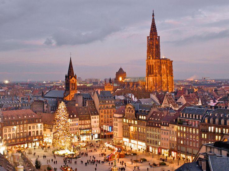 Estrasburgo (mercado de Navidad) http://maleta-en-mano.blogspot.com.es/2014/11/estrasburgo-todavia-mas-bonita-en.html