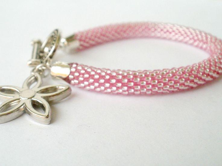 Háčkovaný náramek růžový