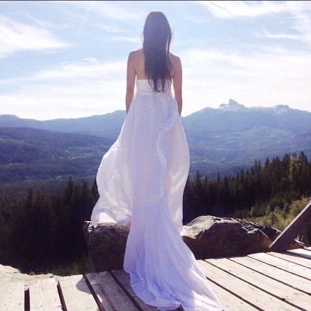 The dreamy Athena in white, captured in Canada with the infamous Black Tusk in the background. #wedding #boho #boholux #elikainlove #blacktusk #explorebc #bridal #uniquebride    #Regram via @elika.in.love