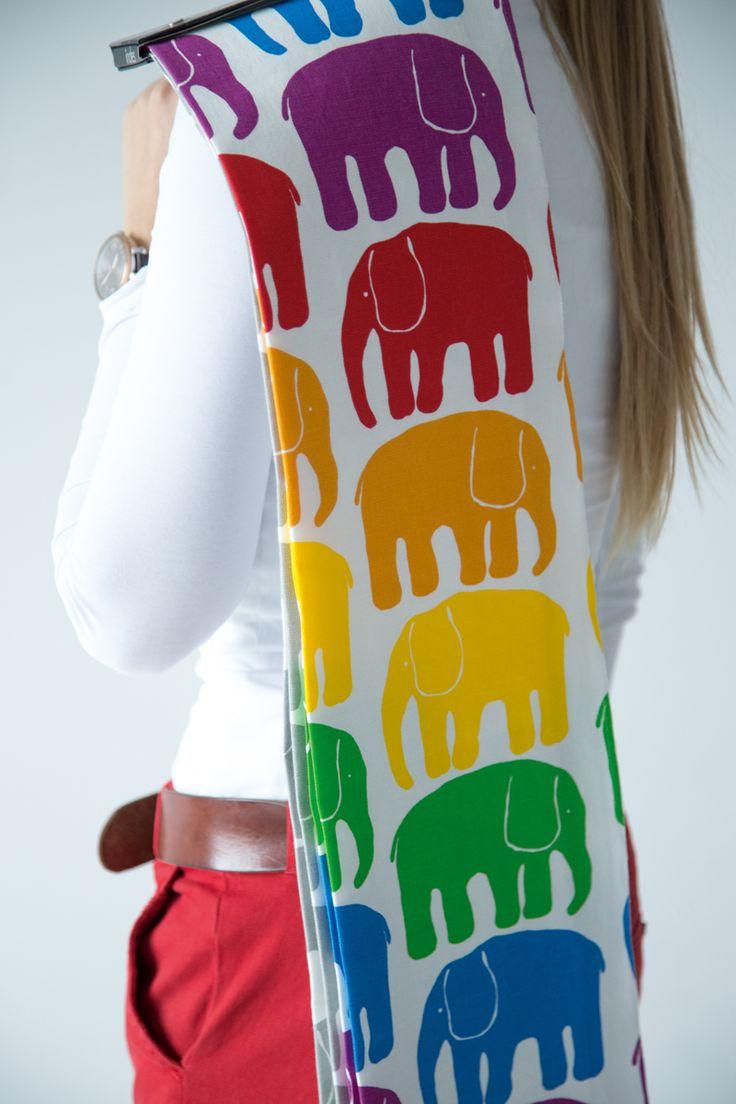 """Dekostoff """"Elefantti"""" mit farbenfrohen Elefanten auf natürlichem Baumwollstoff. # Gardinen #Vorhänge #Finlayson #Elefantti #Elefanten #farbenfroh #skandinavisch #fabrics #curtain #Indesfuggerhaus #bunt"""