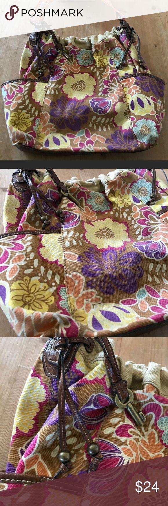 FOSSIL 🔑 Keyper Large Canvas Floral Shoulder Bag Super cute floral design. Fossil Bags Shoulder Bags