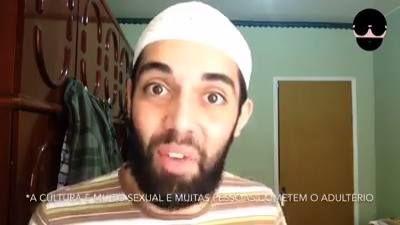 """""""""""Esse muçulmano brasileiro tem uma conta no youtube e nesse vídeo ele defende a sharia(lei islâmica) e a pena de apedrejamento até a morte.  No final ele ainda insinua que nossa cultura é pior que a deles, já que aqui morre muito mais mulheres vítimas de violência.  A diferença caro muçulmano, é que que os crimes aqui cometidos contra mulheres são feitos por marginais e repudiados por toda sociedade. Já no islã os crimes de honra são permitidos pela lei islâmica e defendidos por islâmicos…"""