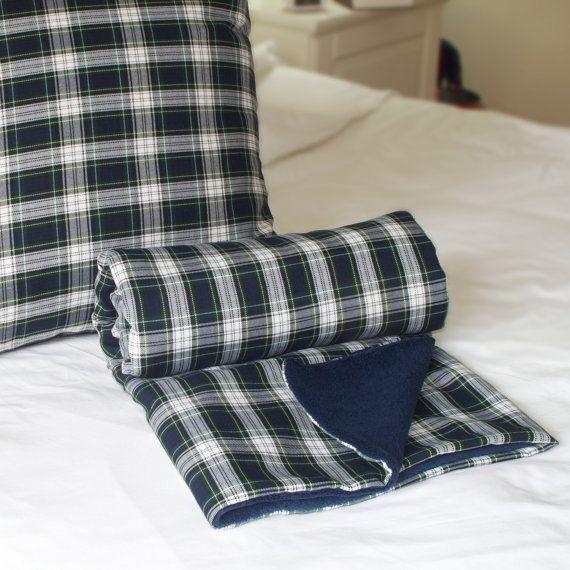 Conjunto Escocés Azul: 1 Manta 1 Cojín 50x50cm Manta por WIKIPILLOW
