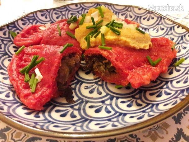 Pirohy z cvikly a zemiakov plnené plnkou z čevenej šošovice a masliakov