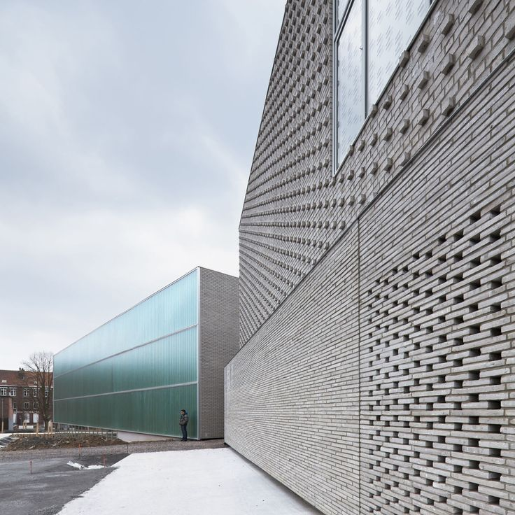 Lovely Brick design | Heylen Ceramics Inspiration | deAlzua+, Sergio Grazia · Multi-purpose sports hall · Divisare