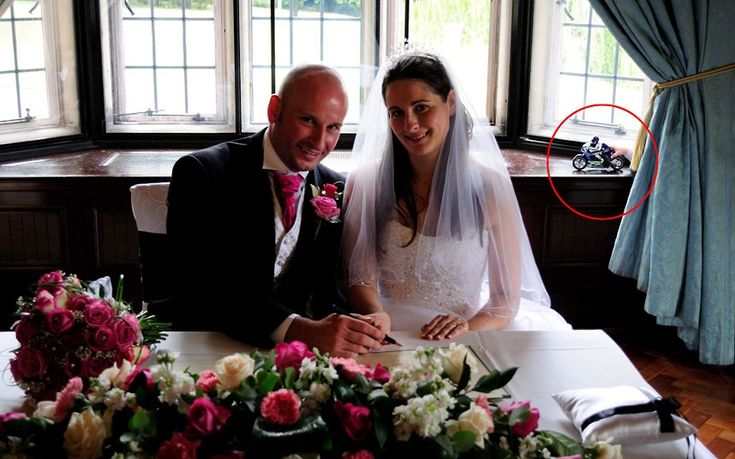 Are these the worst wedding pictures ever?