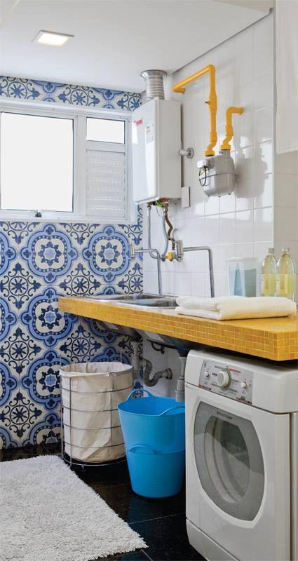 Cozinha em tom azul... combinado com amarelo é vivo! adorei pintar o encanamento amostra e agregá-lo a decoração