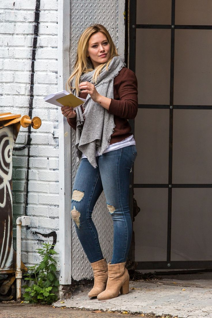 hilary-duff-booty-in-jeans-on-the-set-of-younger-in-brooklyn-oct.-2014_5.jpg 1.280×1.920 Pixel