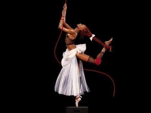 Galeries Lafayette : Danse avec la mode (Mia frye), 2008