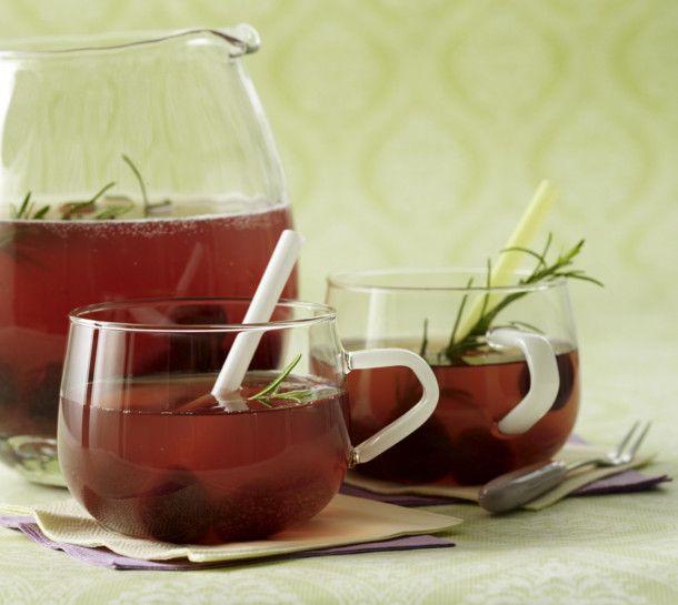 Unser beliebtes Rezept für Wodka-Kirsch-Bowle mit Rosmarin und Sekt und mehr als 55.000 weitere kostenlose Rezepte auf LECKER.de.