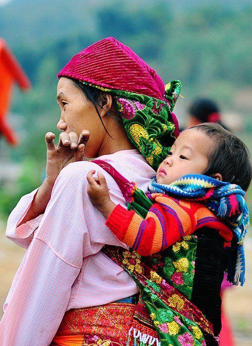 La mère et son enfant à Ha Giang. En savoir plus: http://www.amica-travel.com/vietnam-sites-a-decouvrir/nord-vietnam/ha-giang Crédit Photo : Le Hong Ha