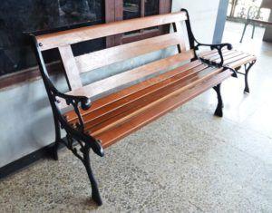 kursi taman besi cor kayu kalimantan