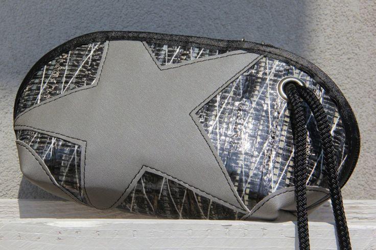 Pochette in vela riciclata carbonio con stella grigia    #pochette #clutch #sail #vela #handmade #stella #star #unique #artigianato #upcycling #riciclo #recycled #sailbags
