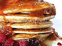 Questi pancake light senza latte e senza uova sono ottimi a colazione o a merenda. Buoni come quelli classici ma con poche calorie, segnatevi la ricetta.