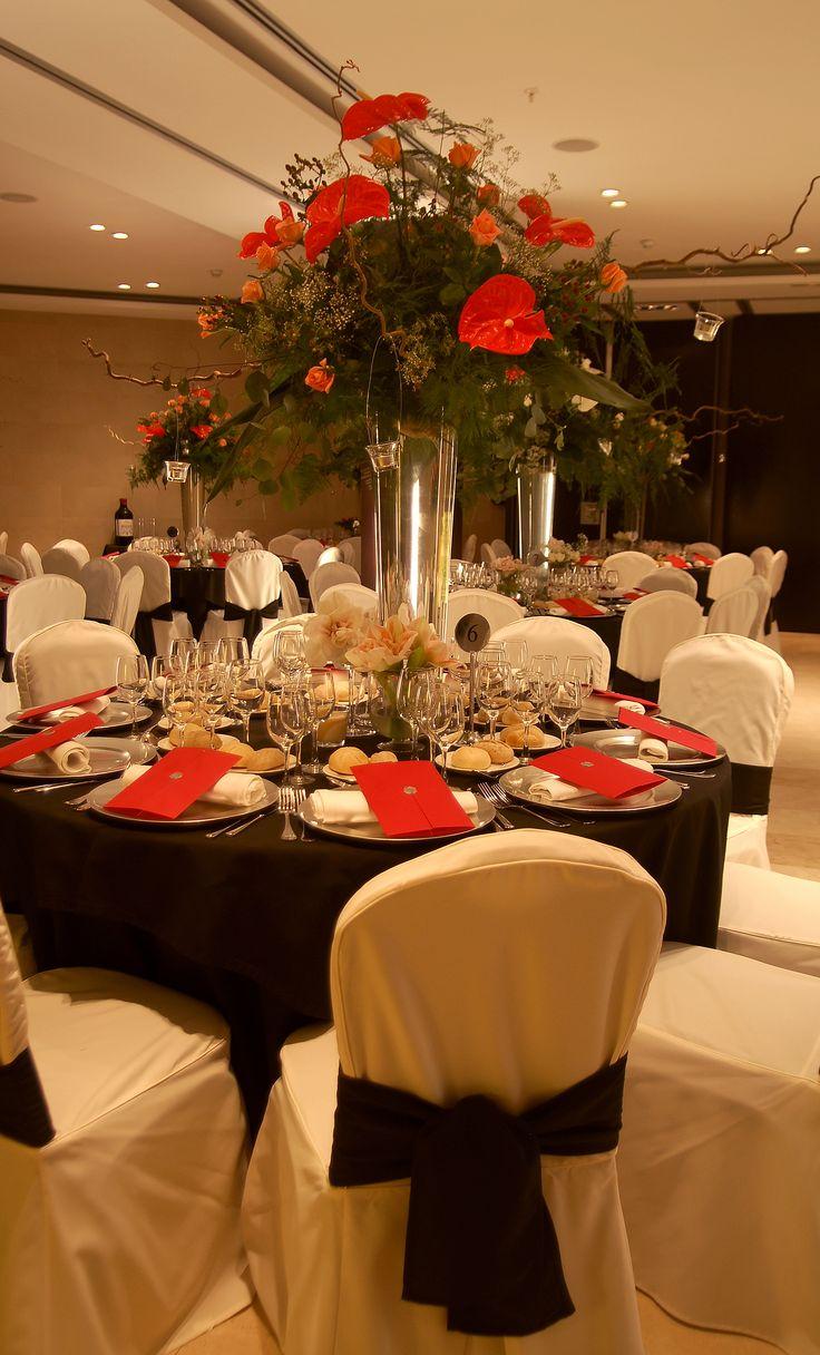 montaje de mesa para cena de navidad en los salones para eventos del hotel taburiente en