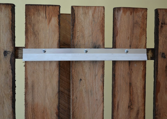 25 best ideas about pallet wall hangings on pinterest for Kitchen cabinets lowes with hanging heavy wall art
