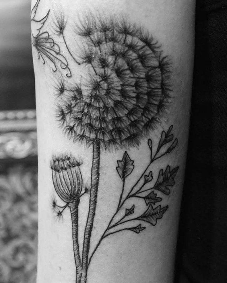 Outro ângulo da tattoo da @francieleforti  #tattoo #tattooart #tattoodesign #tattooideas #tattoolife #tattoed #lineworktattoo #linework  #dentedeleao #dentedeleaotattoo #blacktattoo #blacktattooart #blackartwork #blackwork #blackworker #blackworkers #iblackwork #blxckink #darktattoo #ibrahimtattoo #FORMink #ink #inkedgirl #inked #inkedlife  #tatuagensfemininas #tatuagens #tatuagensdelicadas #inspiredtattoos #tattrx #amazingtattoos   (em Ibrahim Tattoo)