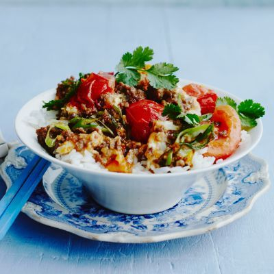Ken Hom's stir-fried beef with tomato and egg