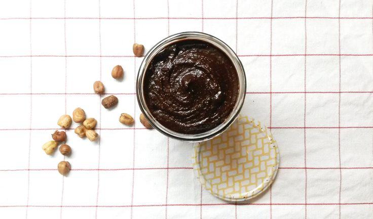 Ferrero nous l'affirme, le «Nutella a un authentique goût de noisettes et de cacao, intensifié par sa texture onctueuse unique». Néanmoins, la marque n'est pas totalement honnête avec nous consom…