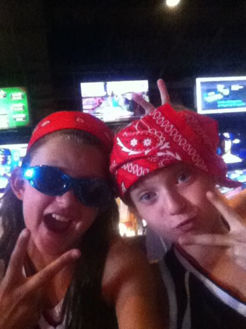 Me sariah at Buffalo Wild Wings! In Villagrove it was the time if my life! 2 hour drive but still it was fun ⚾❤⚾❤⚾❤⚾❤⚾