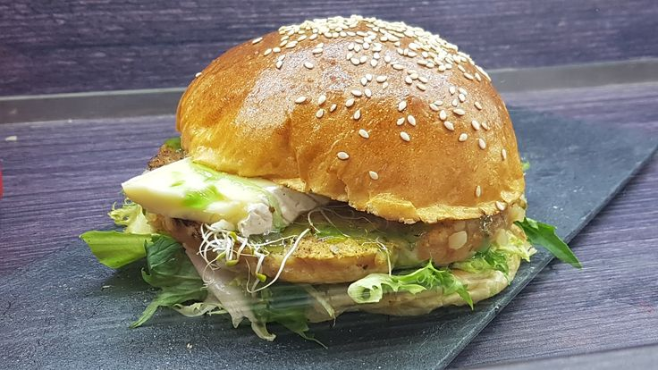 Hamburguesa gourmet de la foodtruck L'Apetecible en The Foodie Week Madrid