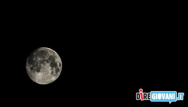 Remember, look at the Moon by Mariarosaria Di Cuia