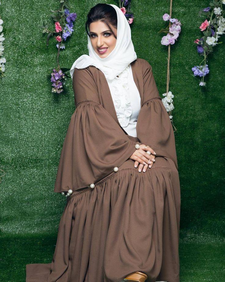 Repost @lulita_fashion with @instatoolsapp ・・・ قِيل لأحد الحكماء، ماهي السعادة  قال : عافيةٌ في الدنيا وعفوٌ في الآخرة ! ! ! أسأل الله لي ولكم العفو ، والعافية ، في الدين والدنيا والآخرة   ديكور @blink_choco  تصوير المبدع  @s3id_alz  تصميم من بوتيك سحر @sahooor877  مكياج  @facesby.farah . #subhanabayas #fashionblog #lifestyleblog #beautyblog #dubaiblogger #blogger #fashion #shoot #fashiondesigner #mydubai #dubaifashion #dubaidesigner #dresses #capes #uae #dubai #abudhabi #sharjah #ksa…