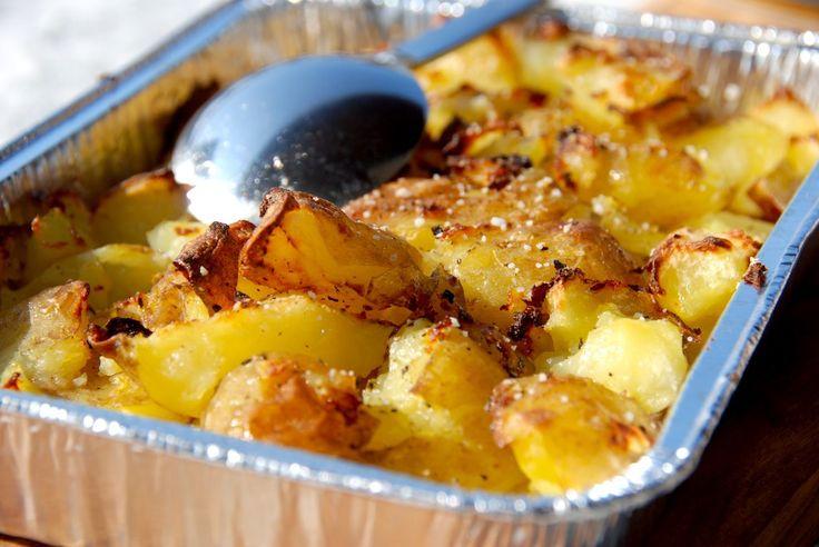 Lækre knuste kartofler med æbleeddike - vinegar style. Du kan lave de knuste kartofler i både ovn og grill. Foto: Guffeliguf.dk.