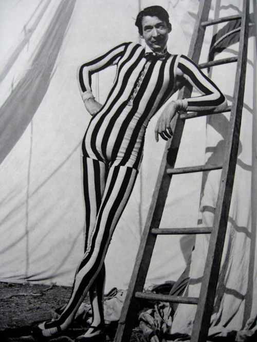 THE CIRCUS SIDESHOWS OF THE LATE 1800s AND EARLY 1900sCircus Freak, Tall Man, Circus Performing, Vintage Circus, 1950S Circus, Vintage Rose, Tallman, Funny Costumes, Night Circus